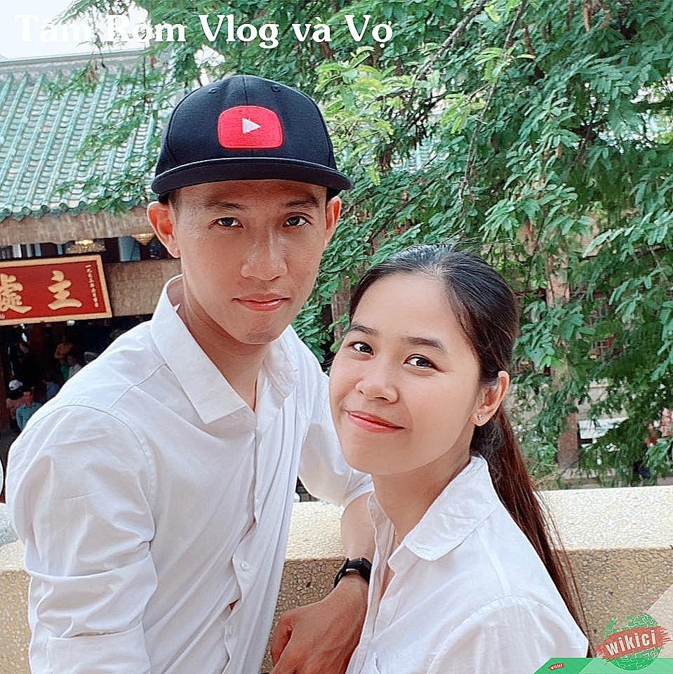 Tâm Ròm Vlog và Vợ