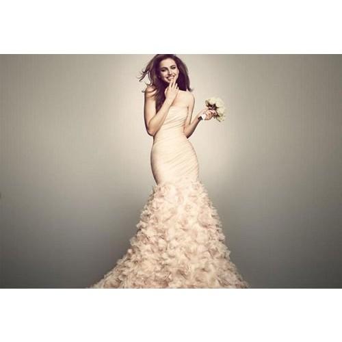 Cách chọn váy cưới cho cô dâu gầy xinh đẹp ngày cưới-3