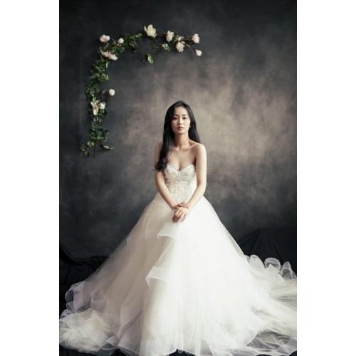 Cách chọn váy cưới cho cô dâu gầy xinh đẹp ngày cưới-7