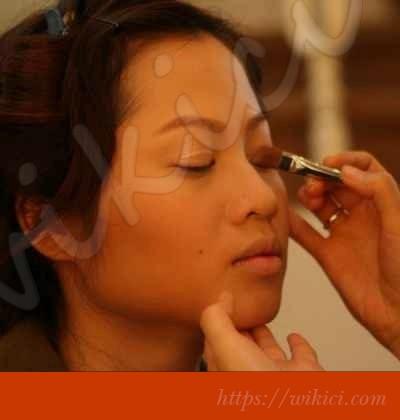 Cách trang điểm cô dâu có khuôn mặt tròn-10