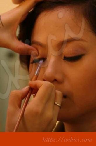 Cách trang điểm cô dâu có khuôn mặt tròn-12