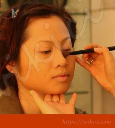 Cách trang điểm cô dâu có khuôn mặt tròn-5