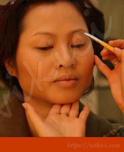 Cách trang điểm cô dâu có khuôn mặt tròn-8