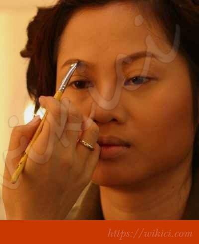 Cách trang điểm cô dâu có khuôn mặt tròn-9