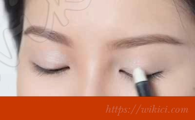 Hướng dẫn cách trang điểm cho cô dâu mặt dài-6