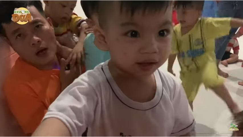 Khương Dừa Chi 50 Triệu Giúp Đỡ Trẻ em mồ côi